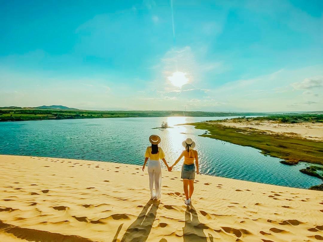 Đồi Cát Trắng ( Bàu trắng) - Đồi cát bay - Làng Chài - Suối Tiên